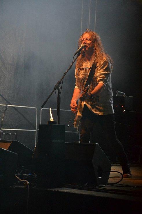 Na festivalu Wostrow v Ostrově u Macochy zahrála kapela Alkehol.