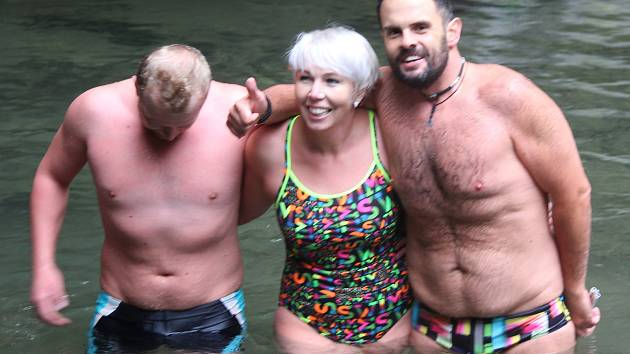Otužilci zahájili v Punkevních jeskyních sezonu zimního plavání.