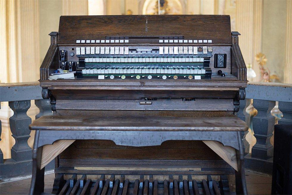 Ve Křtinách rekonstruují více než dvě stě padesát let staré kostelní varhany.