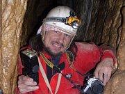 Před Punkevními jeskyněmi dokončují stavbu stánku rychlého občerstvení. Otevřít ho možná stihnou ještě letos.