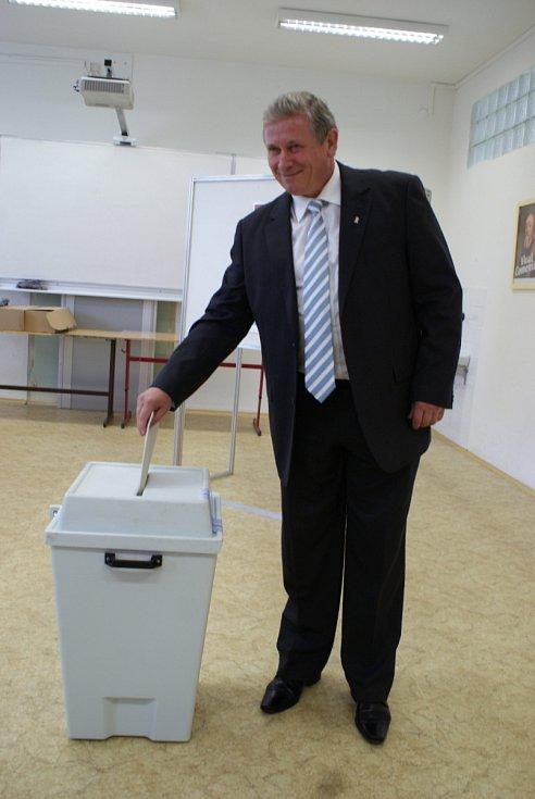 Mezi prvními voliči v Blansku byl starosta města Lubomír Toufar, šestka kandidátky ČSSD.