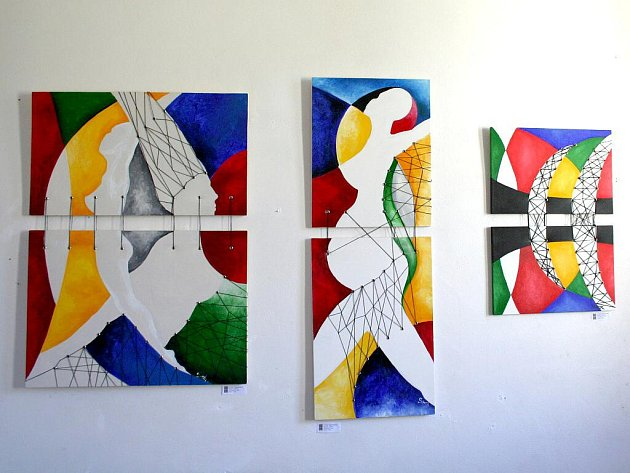 Absolventka Střední průmyslové školy textilní Soňa Pachlová vystavuje svá díla v blanenské galerii Ve Věži.