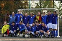 Fotbalisté boskovického Sadrosu loni vyhráli titul. První ligu vedou i nyní. Na záda jim dýchá Orel.