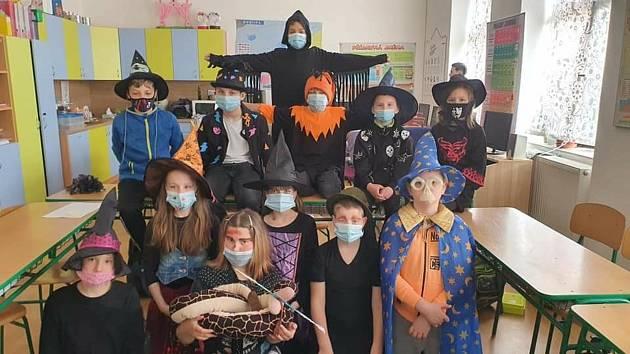 Děti v jabloňanské škole si užily svátek čarodějnic.