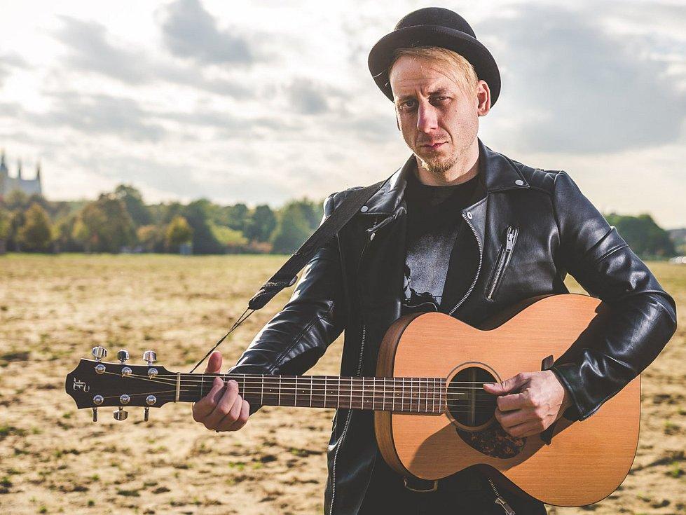 Hudebník Aleš Petržela, který pochází z Blanska, vyhrál nedávno legendární festival Porta.