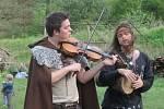 Když druid oddá snoubence u ohniště v keltské osadě Isarno u Letovic, je to pak potřeba pořádně oslavit. A bez opravdového nasazení muzikantů to nejde.