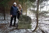 V Křižanově na Žďársku můžou turisté narazit na tři kamenné památky. Dvě stojí v příkopě u silnice. Třetí pak u Špitálského rybníka.