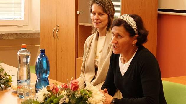 Se žáky Základní školy Dvorská v Blansku si povídaly světově známé sportovkyně, tenistka Helena Suková a běžkyně na lyžích Květa Jeriová-Pecková.