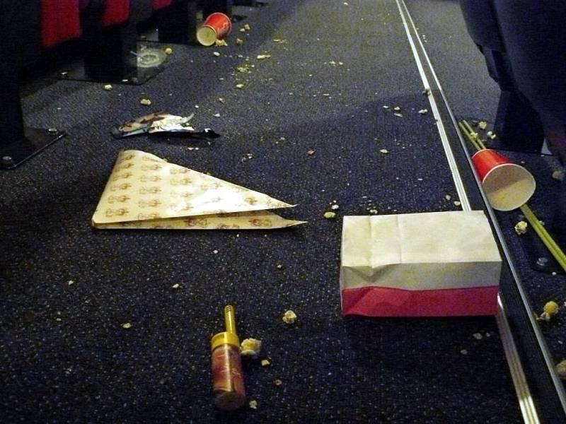 Takto to v sále vypadalo po promítání druhého Hobita.
