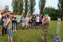 Studenti se o vojenskou techniku aktivně zajímali.