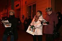 Do projektu Deníku Česko zpívá koledy se zapojili také lidé v Blansku. V ulici Rožmitálova zpívalo ve středu v šest večer vánoční koledy asi sedmdesát lidí. Společně s chrámovým sborem MARTINI Band z blanenského kostela svatého Martina.