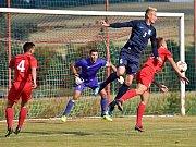 Ve čtvrtém kole D skupiny Moravskoslezské divize vyhráli fotbalisté FK Blansko (modré dresy) ve S