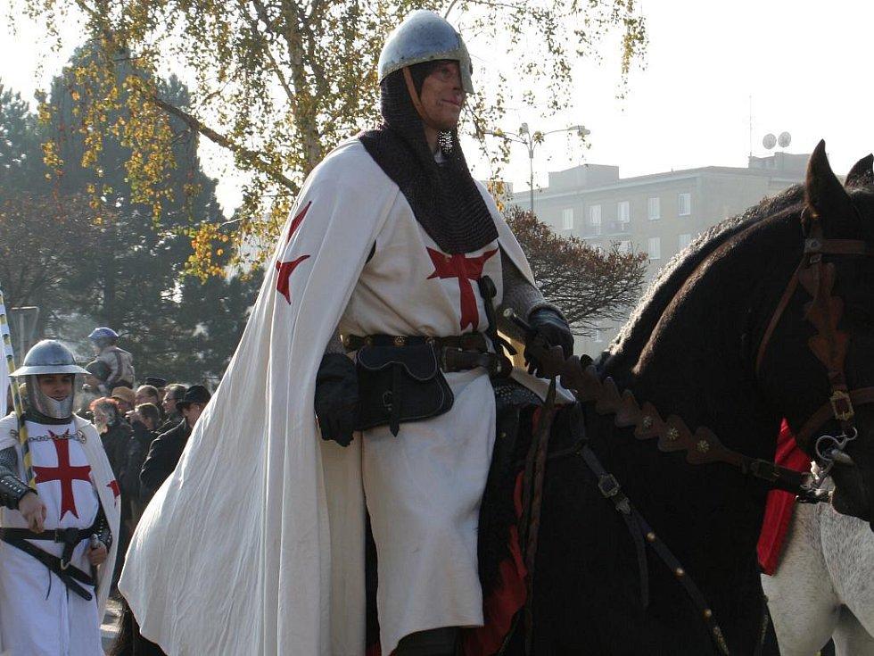 Svatý Martin na bílém koni, patron Blanska, v sobotu projel se svoji družinou městem.
