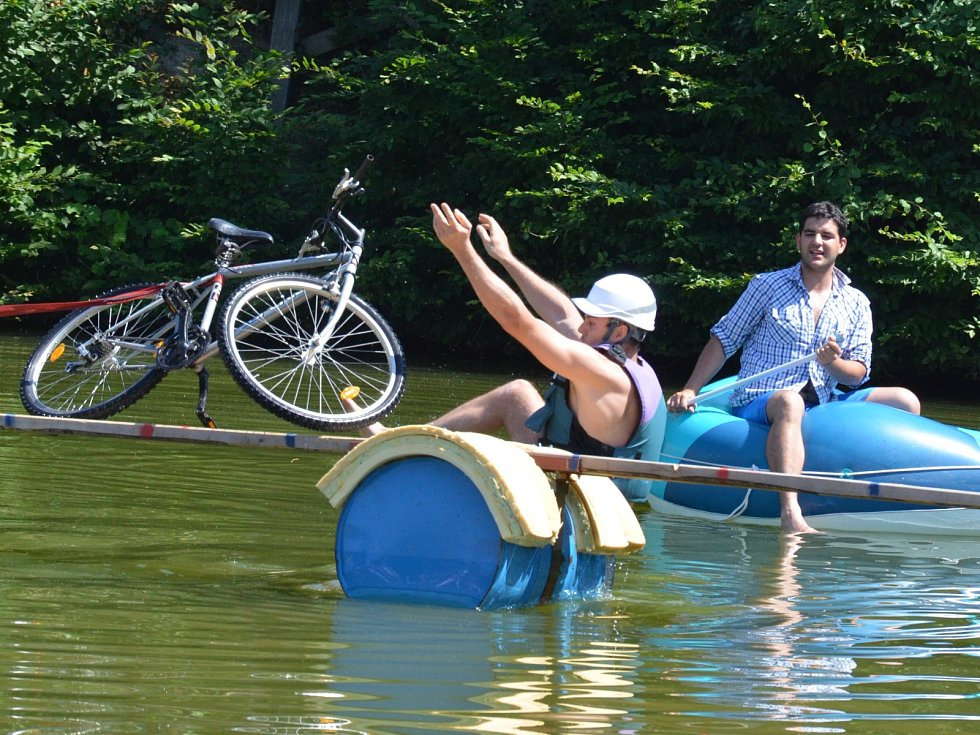 Olomučanská lávka se na rybníku Bahňák v Olomučanech v sobotu konala již podruhé.