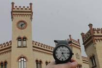 Hodiny na historické budově v centru Blanska nefungují.