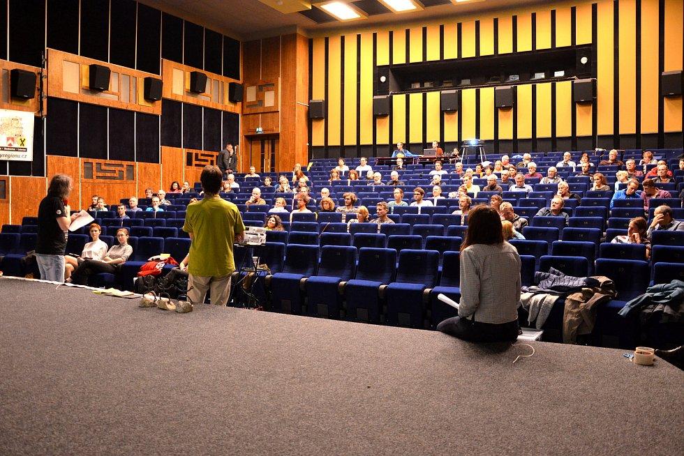 Dělnický dům v Blansku a tamní kino ovládl na tři dny Rajbas. Festival filmů, setkání a dobrodružství.