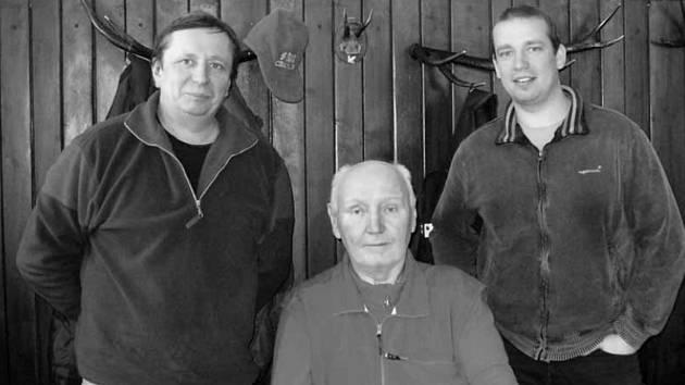 Do nebe odešla legenda Křtinského údolí. Speleolog Miroslav Kubeš mladší (na snímku uprostřed).