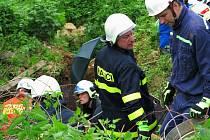 Záchrana zavaleného jeskyňáře ve Vilémovicích.