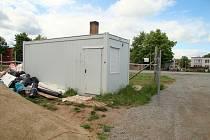 Zloděj vykradl stavební buňku v Letovicích.