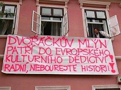 Radní chtějí zbourat Dvořáčkův mlýn v Boskovicích. Na jeho místě má stát parkoviště a přístupová cesta ke sportovištím. Lidé jsou proti.