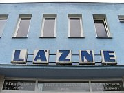 V Blansku plánují velké opravy chátrajících krytých lázní. Od lidí město slyší kritiku.