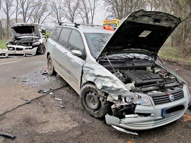 UVážan se vsobotu odpoledne srazila dvě osobní auta.