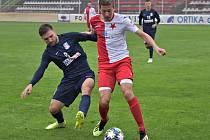 V utkání Moravskoslezské fotbalové ligy SK HS Kroměříž - FK Blansko (modré dresy) branky nepadly.