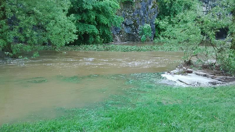 Silný sobotní déšť způsobil zaplavení vstupu do Sloupsko-šošůvských jeskyní.