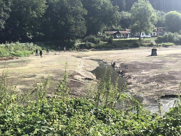 Jakubovo jezero na říčce Punkvě vMoravském krasu je vypuštěné. Kvůli opravě stavidel.