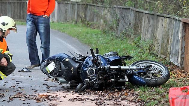 Nehoda motorky zastavila na dvě hodiny provoz mezi Blanskem a Jedovnicemi.