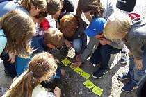 Školáci vyrazili do přírody. Za pohádkou.