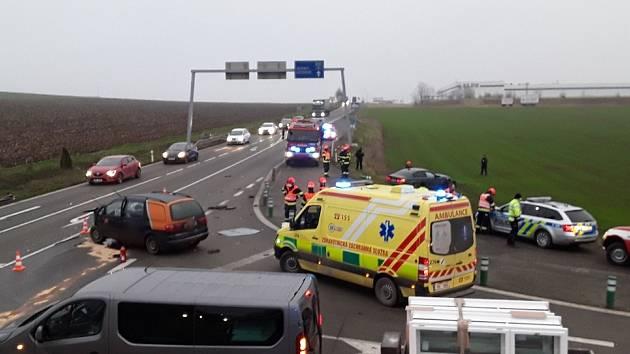 Hrozivě vypadající nehoda se stala ve čtvrtek ráno na křižovatce u Sebranic.