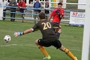 V pátém kole divize hrálo FK Blansko (v červeném) s HFK Třebíč nerozhodně 2:2.