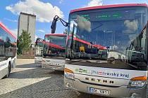 Do terénu vyrazí nové autobusy. Část z nich na hybridní pohon.