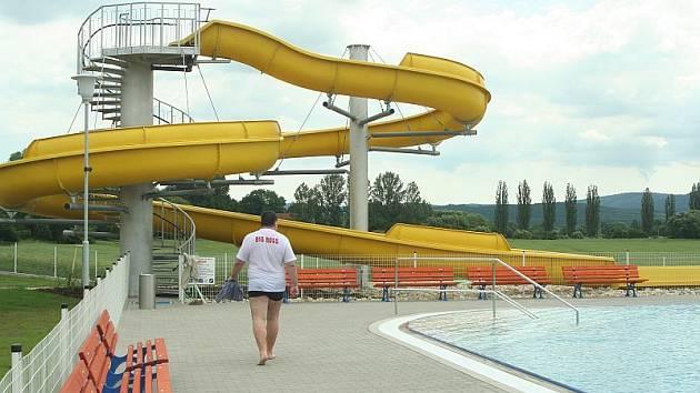 Tobogán, skluzavky, plavecký bazén i dětské brouzdaliště již v sobotu