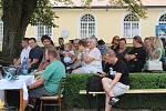 Prostory zámku ve Velkých Opatovicích ovládly o víkendu Jiřinkové slavnosti.