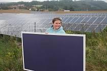Plenér. To je název výstavy Venduly Chalánkové, která v sobotu začne v Galerii města Blanska. Umělkyně tvořila u solární elektrárny.