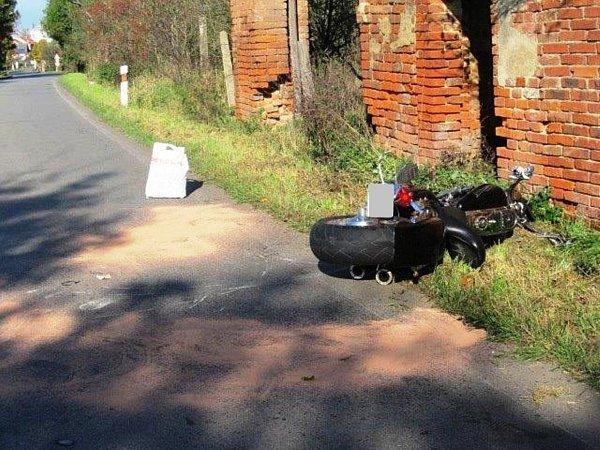 Dvě podobné nehody se staly vneděli odpoledne vrozmezí půl hodiny. Jedna uobce Vážany na Boskovicku (na snímcích) a druhá mezi Blanskem a Těchovem vlokalitě Žižlavice.