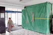 Nový vestibul v blanenské nemocnici nabídne informační centrum i kantýnu.