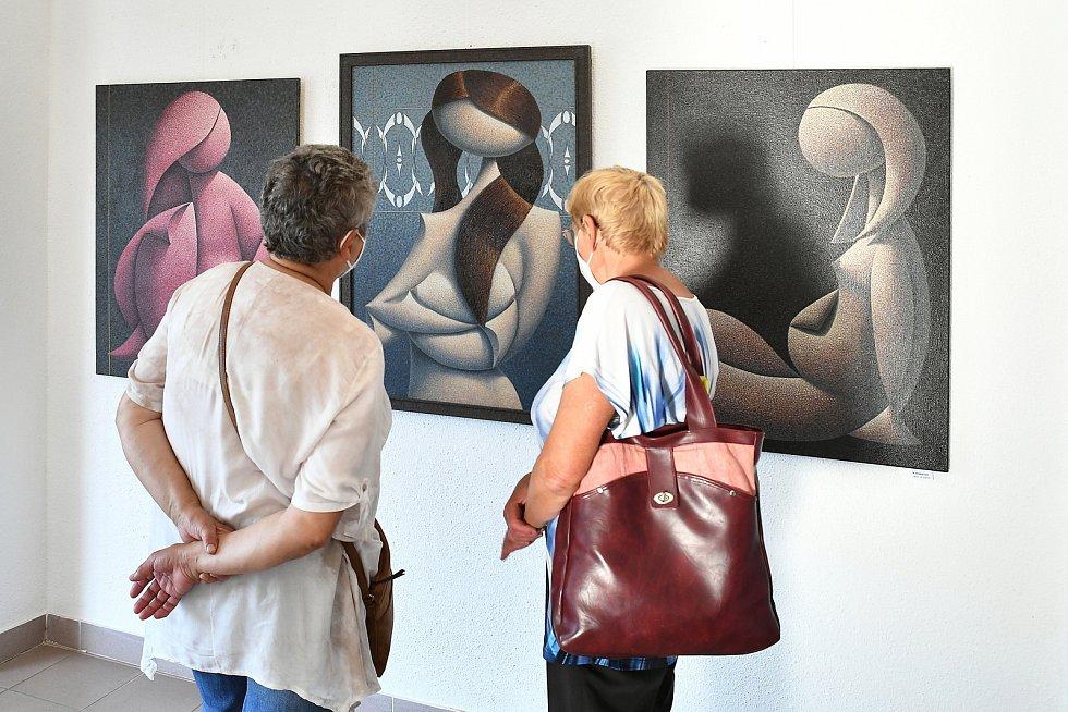 Dernisáž výstavy obrazů Radovana Paucha se uskutečnila na začátku června za přítomnosti autora.