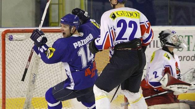 Jaroslav Pazdera přihrál na obě Hrůzovy branky.