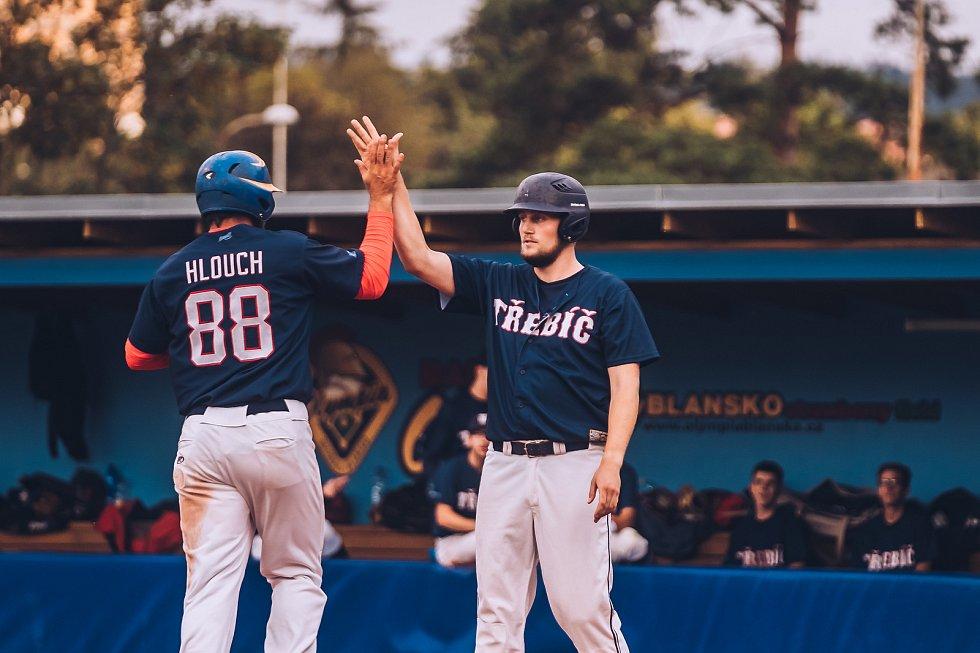 Baseballistům Blanska (v bílém) nevyšly v obou duelech s Třebíčí úvodní směny. Obě utkání hladce prohráli.