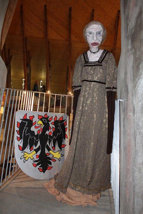 Princ zakletý v žabáka, čarodějnice, bílá paní, ale třeba i tiskařský šotek jsou naposledy ještě ve čtvrtek k vidění v Moravském kartografickém centru ve Velkých Opatovicích. Pohádkové bytosti tam vystavuje Kočovné muzeum strašidel Plzeň.