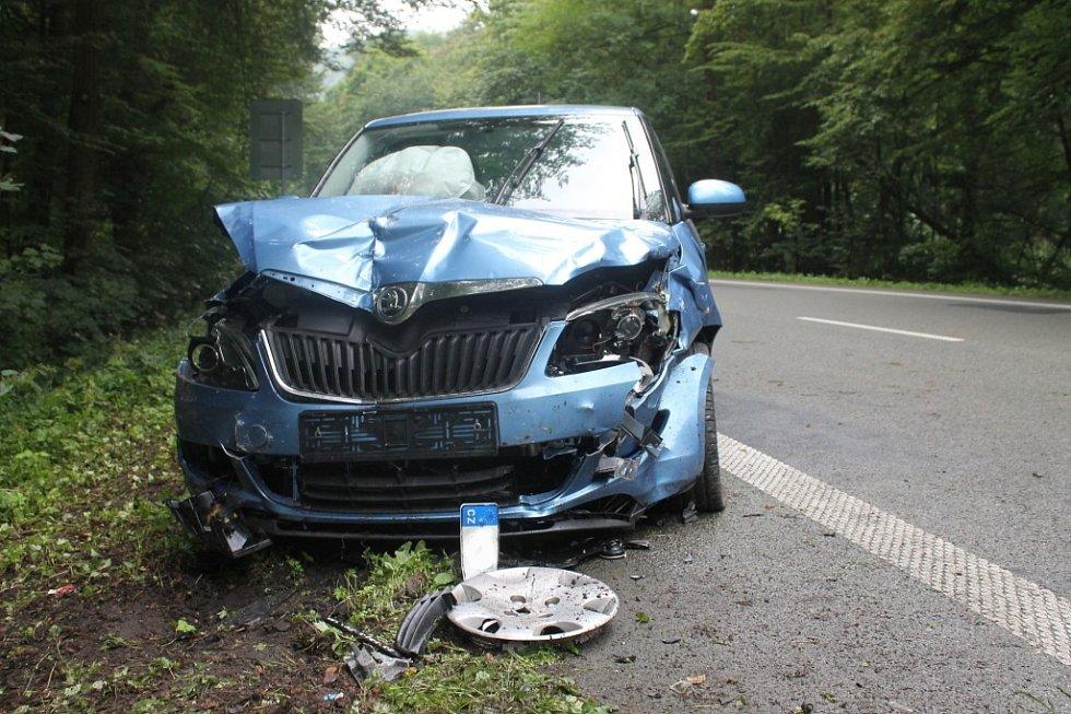Těžkým zraněným dvaadvacetiletého řidiče skončila čtvrteční dopravní nehoda dvou osobních aut. Ke střetu došlo kolem půl osmé ráno na silnici mezi Blanskem a Šebrovem.
