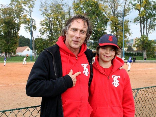 Jedním z fanoušků na žákovském mistrovství republiky v baseballu byl v Blansku i americký herec William Fichtner. Známý například ze seriálu Útěk z vězení a z filmů Armageddon, Pearl Harbor nebo Černý jestřáb sestřelen. Fandil dvanáctiletému synovi Vanovi