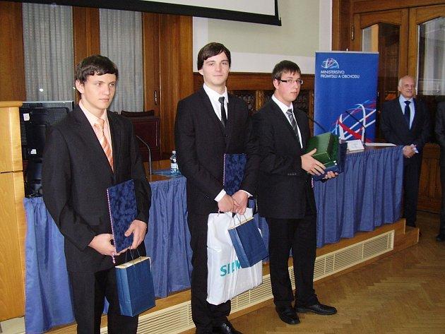 Dvacetiletý student Střední školy technické a gastronomické Blansko Michal Daněk vyhrál první místo v celostátní soutěži v programování CNC strojů systému Siemens. Ministr průmyslu a obchodu Jan Mládek mu v pátek pogratuloval a předal diplom.
