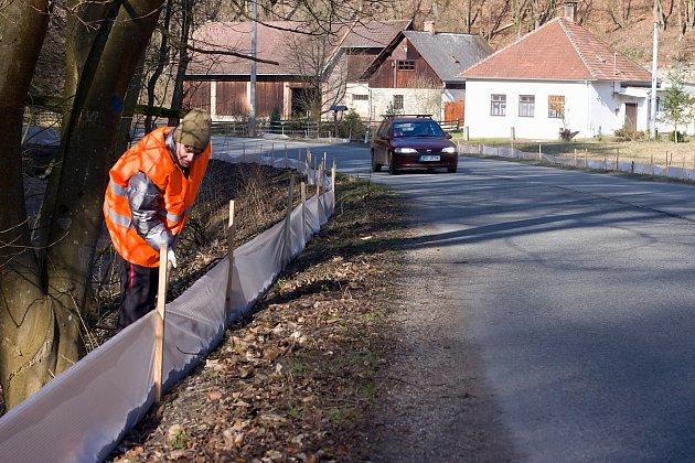 Jeden zžabovodů postavili ochranáři vJosefovském údolí uAdamova.
