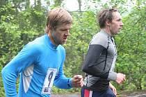 Ve třetím běžeckém závodě Hraběnka cupu ze Skalního Mlýna na Macochu zvítězil bořitovský triatlonista Jan Křenek, který ve finálovém spurtu porazil Leoše Svobodu.