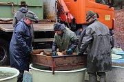 Jedovničtí rybáři zatáhli sítě. Vylovili rybník Budkovan.