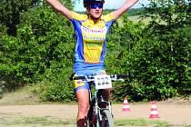 Juniorce Evě Zemánkové z benešovského Moravce vítězství v závodě na celkové prvenství nestačilo.